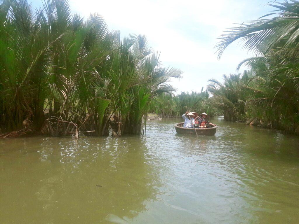 barca din bambus hoi an