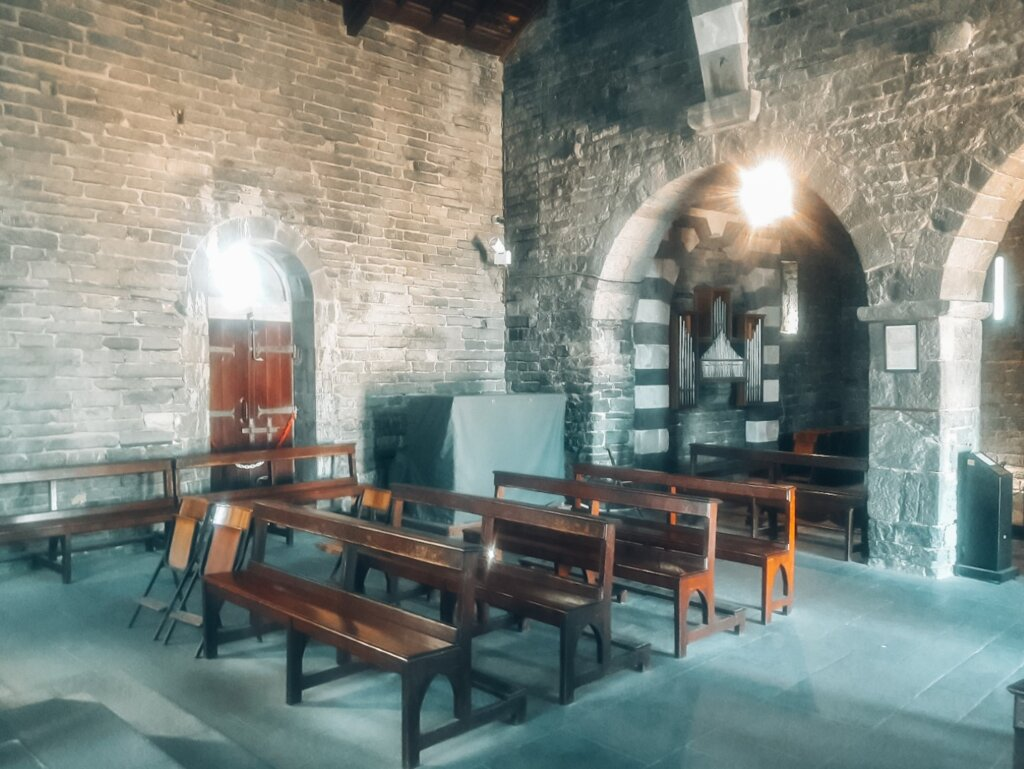 interior chiesa di san pietro portovenere
