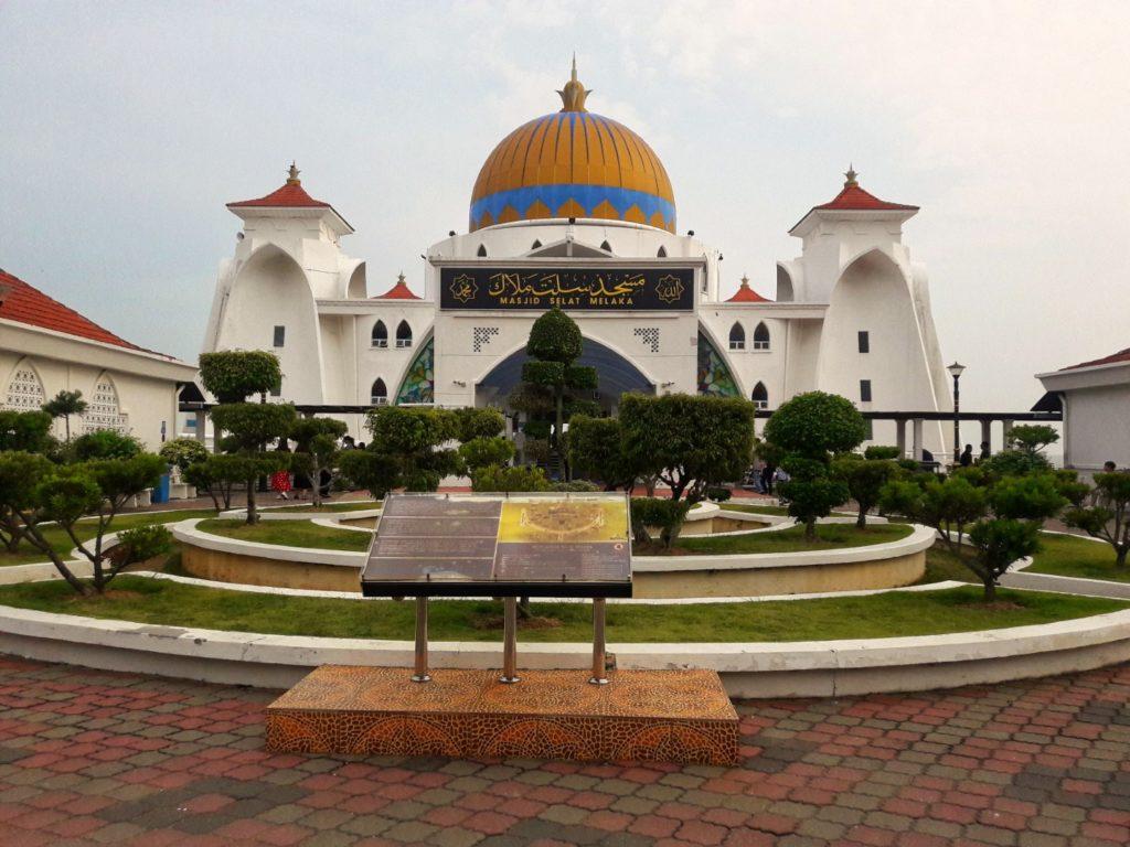 straits mosque floating mosque melaka malaysia