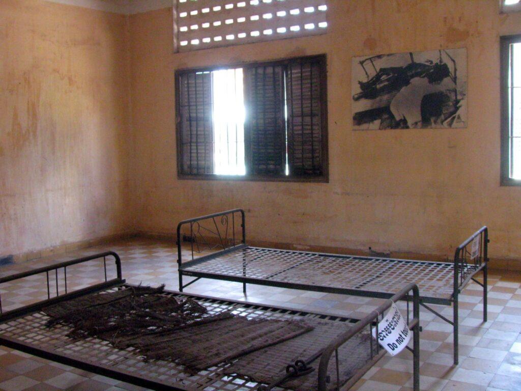 tortura inchisoarea s21 phnom penh