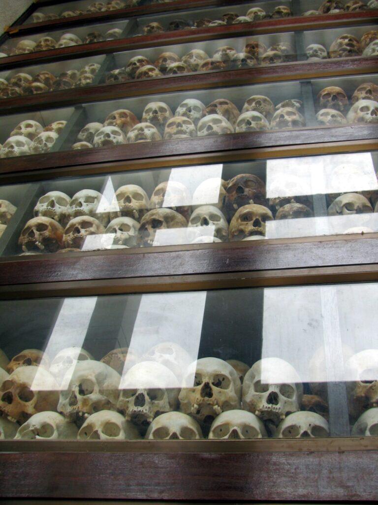 stupa comemorativa killing fields phnom penh