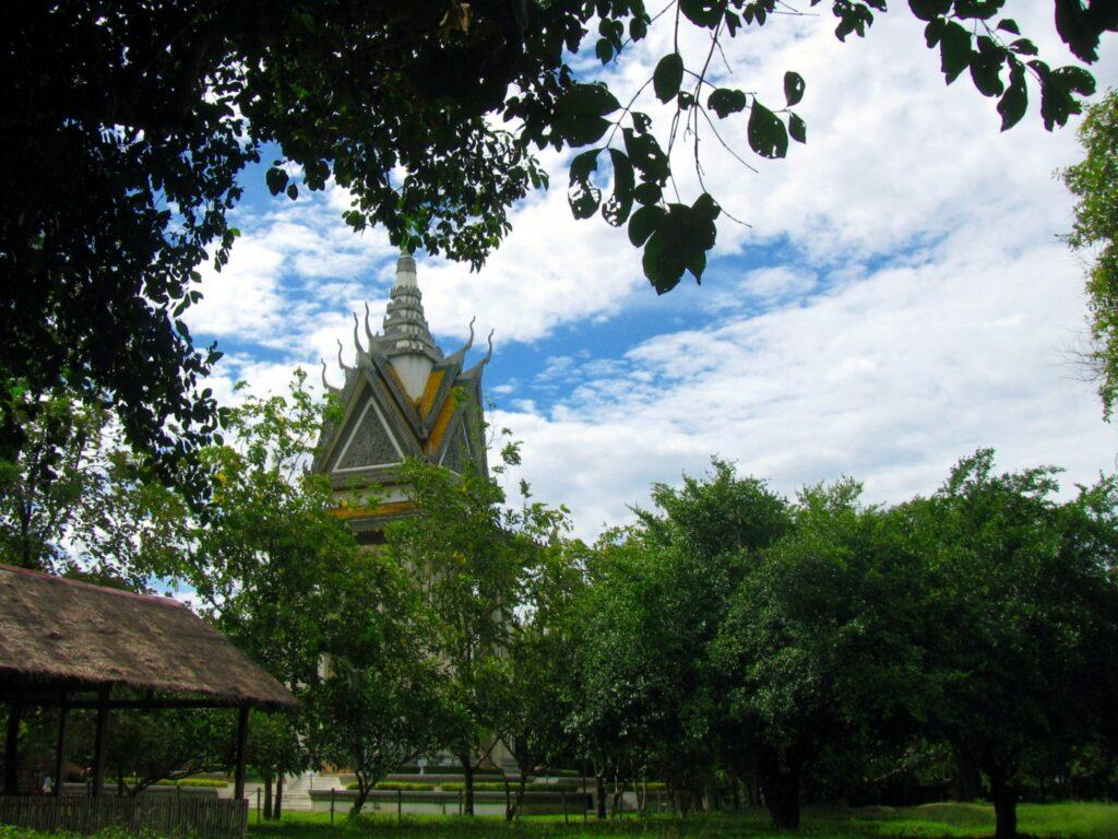 stupa comemorativa choeung ek cambodgia