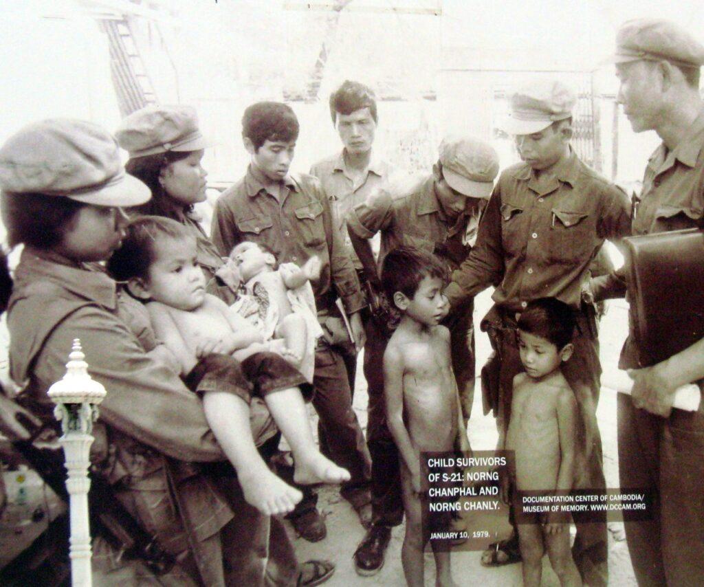 supravietuitori inchisoarea s21 phnom penh